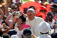 Papa Francesco saluta una bambina al suo arrivo all'udienza generale del mercoledi' in Piazza San Pietro, Citta' del Vaticano, 19 giugno 2013.<br /> Pope Francis carresses a child as he arrives for his weekly general audience in St. Peter's Square at the Vatican, 19 June 2013.<br /> UPDATE IMAGES PRESS/Riccardo De Luca<br /> <br /> STRICTLY ONLY FOR EDITORIAL USE