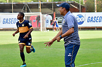 ITAGÜÍ - COLOMBIA, 04-03-2020: Alejandro Guerrero, técnico de Boca Cali, gesticula durante el encuentro entre Leones F.C. y Boca Juniors de Cali por la primera ronda de clasificación de la Copa BetPlay DIMAYOR 2020 jugado en el estadio Polideportivo Sur de Envigado. / Alejandro Guerrero, coach of Boca Cali, gestures during the second leg match between Leones F.C. and Boca Juniors de Cali between Leones F.C. and Boca Juniors de Cali for the first round of classification as part of BetPlay DIMAYOR Cup 2020 played at Polideportivo Sur stadiim in Envigado city.  Photo: VizzorImage / Leon Monsalve / Cont