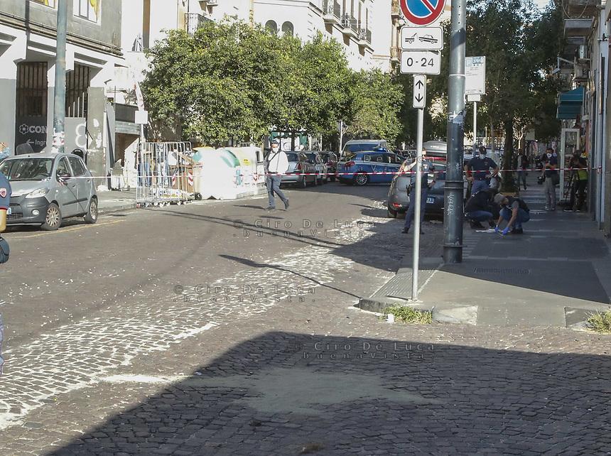 Napoli, conflitto a fuoco con la polizia in Via Duomo , muore un rapinatore diciassettenne.