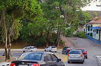 SAO PAULO, SP, 19.02.2019 -QUEDA DE ÁRVORE- Uma árvore caiu na Rua Américo Samarone próximo a Rua Vergueiro interditando a via no bairro do Moinho Velho, zona Sul de São Paulo, nesta terça-feira, 19. (Foto: Anderson Lira/Brazil Photo Press/Folhapress)