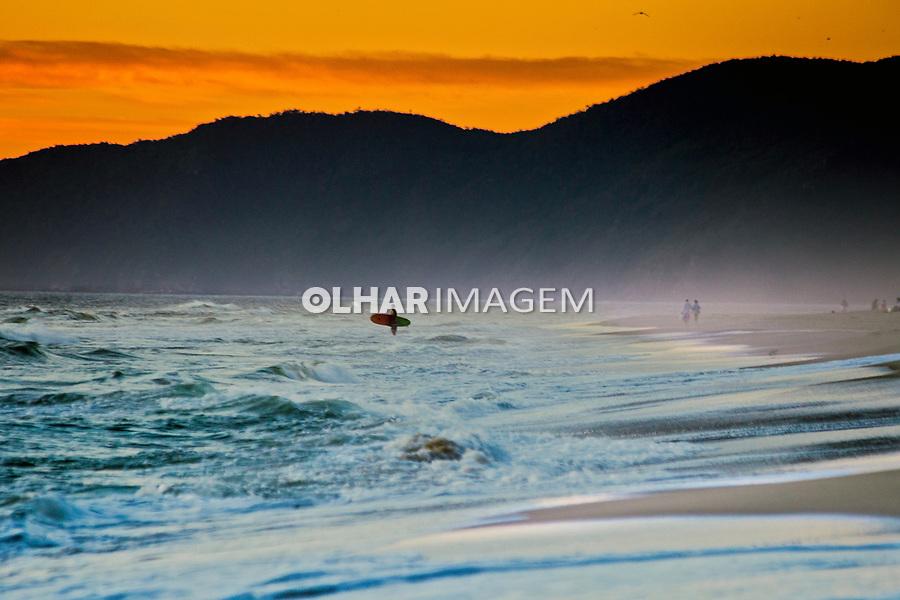 Amanhecer na praia do Campeche, Florianopolis, Santa Catarina. 2019. Foto de Andre Arcenio.