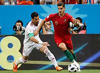 SARANSK - RUSIA, 25-06-2018: Ehsan HAJI SAFI (C) (Izq) jugador de RI de Irán disputa el balón con Aandre SILVA (Der) jugador de Portugal durante partido de la primera fase, Grupo B, por la Copa Mundial de la FIFA Rusia 2018 jugado en el estadio Mordovia Arena en Saransk, Rusia. / Ehsan HAJI SAFI (C) (L) player of IR Iran fights the ball with Aandre SILVA (R) player of Portugal during match of the first phase, Group B, for the FIFA World Cup Russia 2018 played at Mordovia Arena stadium in Saransk, Russia. Photo: VizzorImage / Julian Medina / Cont