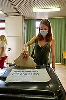 Stimmabgabe zur Berliner Abgeordnetenhauswahl 2021 in Berlin.<br /> 25.9.2021, Berlin<br /> Copyright: Christian-Ditsch.de