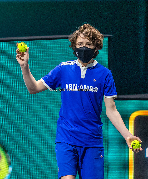 Rotterdam, The Netherlands, 27 Februari 2021, ABNAMRO World Tennis Tournament, Ahoy, Qualyfying match: Ballboy with mask<br /> Photo: www.tennisimages.com/henkkoster