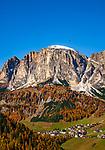 Italien, Suedtirol (Trentino-Alto Adige), Dolomiten, Kolfuschg mit Puez-Gruppe | Italy, South Tyrol (Trentino-Alto Adige), Dolomites, Colfosco in Badia with Puez mountains