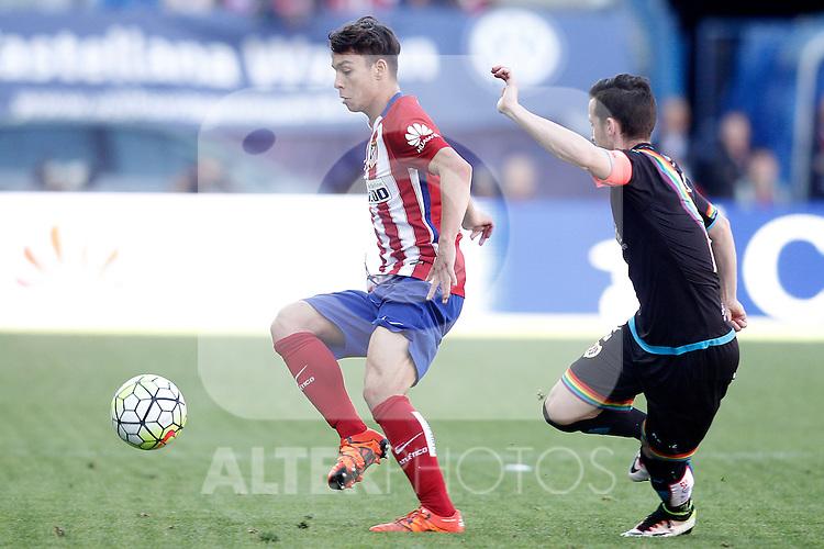 Atletico de Madrid's Oliver Torres (l) and Rayo Vallecano's Tito Roman during La Liga match. April 30,2016. (ALTERPHOTOS/Acero)