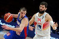 France's Nando De Colo (L) vies with Spain's Nikola Mirotic (R) during European championship semi-final basketball match between France and Spain on September 17, 2015 in Lille, France  (credit image & photo: Pedja Milosavljevic / STARSPORT)