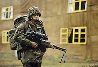 - Royal Army, camouflaged s<br /> <br /> - Royal Army, tiratore scelto