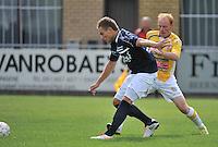 KVC Wingene - KSC Wielsbeke : Olivier Demaitre (links) schermt de bal af voor Olivier Vanwijnsberghe (rechts)<br /> foto VDB / Bart Vandenbroucke