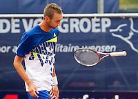 09-09-11, Tennis, Alphen aan den Rijn, Tean International, Thomas Schoorel is gefrustreerd, hij smijt zijn racket weg