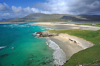 SC - OUTER HEBRIDES - SOUTH HARRIS<br /> The endless long white sand beaches  of Seilebost only separated by a small rock cleft<br /> <br /> Full size: 69,2 MB