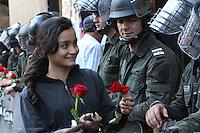 BOGOTA - COLOMBIA -09-04-2014: Cientos de personas se manifestaron en las ciudades del país en el Dia Nacional de las Victimas, en Colombia en el conflicto armado se han involucrado la guerrilla, los paramilitares, las bandas de narcotráfico, las fuerzas militares, los cuales han dejado unos seis millones de personas afectadas de las cuales unos cinco millones son desplazados, según un informe de la Organización de las Naciones Unidas (ONU).  Hundreds of people marched in cities around the country on the National Day of Victims in Colombia in armed conflict have involved the guerrillas, paramilitaries, drug gangs, the military, which have left some six million affected people of which five million are displaced, according to a report from the Organization of the United Nations (UN). Photo: VizzorImage  / Nestor Silva / Cont