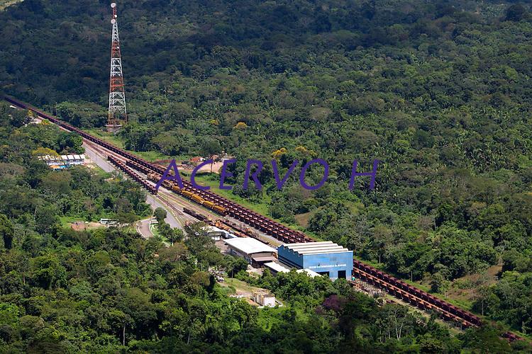 Distrito Industrial de Marabá.<br /> <br /> Produzindo de aço e ferro gusa o distrito  <br /> onta com a ferrovia de Carajás ao lado.<br /> <br /> No sul do Pará, os municípios de Marabá, Parauapebas e Canaã dos Carajas, começam a viver as transformações trazidas pelos grandes investimentos da indústria mineral. De acordo com o sindicato da categoria, até 2014 devem ser investidos cerca de U$40 bilhões em vários projetos de exploração e transformação mineral.<br /> Vista aérea do distrito industrial de Marabá.<br /> Marabá, Pará, Brasil.<br /> Foto Paulo Santos<br /> 20/05/2010
