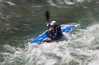 Europe/France/Provence-Alpes-Côtes d'Azur/06/Alpes-Maritimes/Alpes-Maritimes/Arrière Pays Niçois/Fontan: Kayakiste  dans la vallée de la Roya