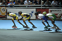 OOSTENDE – BELGICA – 23-08-2013: Jorge Luis Cifuentes ( Izq.) y Carlos Esteban Perez (2Izq.) duante la prueba de los 10000 metros combinada mayores varones en el patinodromo Mundialista Track en Oostende,  Belgica, agosto 23 de 2013. (Foto: VizzorImage / Luis Ramirez / Staff). Jorge Luis Cifuentes ( L) and Carlos Esteban Perez (2L)  during the testing of the 10000 meters combinate senior man´s  in the Mundialist Track in Oostende, Belgium, August 23, 2013. (Photo: VizzorImage / Luis Ramirez / Staff).