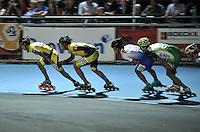OOSTENDE – BELGICA – 23-08-2013: Jorge Luis Cifuentes ( Izq.) y Carlos Esteban Perez (2Izq.) duante la prueba de los 10000 metros combinada mayores varones en el patinodromo Mundialista Track en Oostende,  Belgica, agosto 23 de 2013. (Foto: VizzorImage / Luis Ramirez / Staff). Jorge Luis Cifuentes ( L) and Carlos Esteban Perez (2L)  during the testing of the 10000 meters combinate senior man´s  in the Mundialist Track in Oostende, Belgium, August 23, 2013. (Photo: VizzorImage / Luis Ramirez / Staff).