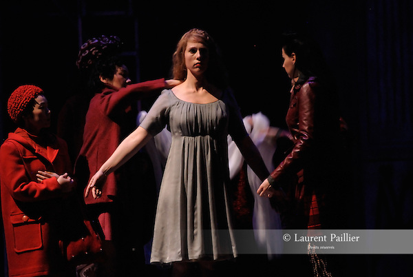 WELCOME TO THE VOICE - Steve Nieve..Théâtre du Chatelet - Paris..15 november 2008....Norma's Ghost - Anna Gabler....Credit : Laurent PAILLIER / ArenaPAL