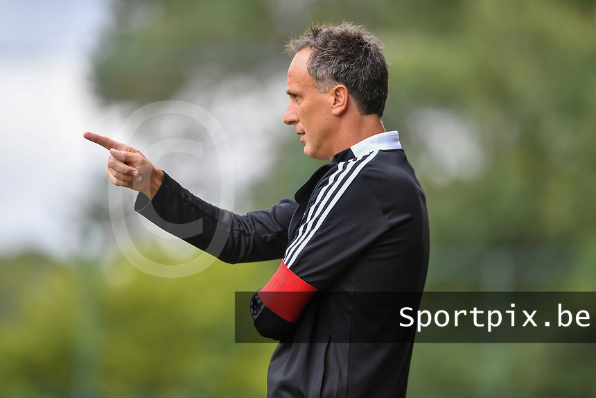 Head coach Stephane Guidi of Standard pictured during a female soccer game between Standard Femina de Liege and Eendracht Aalst dames on the fourth matchday in the 2021 - 2022 season of the Belgian Scooore Womens Super League , Saturday 11 th of September 2021  in Angleur , Belgium . PHOTO SPORTPIX | BERNARD GILLET