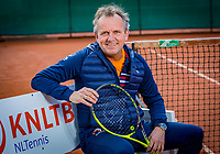 Almere, Netherlands, April 3, 2018, New clothes KSwiss for KNLTB staff, coach Alex Reijnders<br /> Photo: Tennisimages/Henk Koster