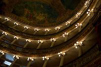 Teatro Amazonas.<br /> <br /> Teatro Amazonas, construído em 1896, durante o ciclo da borracha, na praça de São Sebastião. Manaus/2011. Foto: Elielson Silva