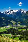 Oesterreich, Salzburger Land, im Pinzgau, oberhalb von Mittersill: Blick ins Salzachtal vor den Hohen Tauern | Austria, Salzburger Land, region Pinzgau, near Mittersill: view into Salzach Valley with High Tauern mountains
