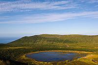 Caldeira Branca = Lagoa da Agua Branca  auf der Insel Flores, Azoren, Portugal