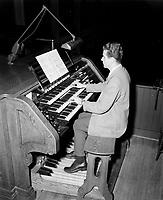 Metiers : organiste<br /> date inconnue