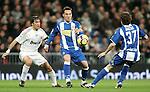 Real Madrid's Raul against Espanyol's David Garcia during La Liga match. February 06, 2010. (ALTERPHOTOS/Alvaro Hernandez).
