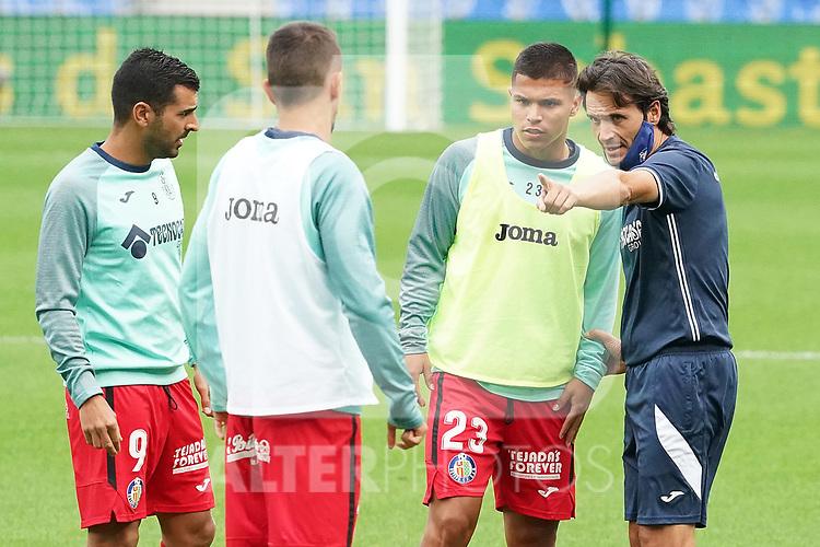 Getafe CF's second coach Javier Vidal (r) with Angel Rodriguez, Nemanja Maksimovic and Cucho Hernandez during La Liga match. October 3, 2020. (ALTERPHOTOS/Acero)