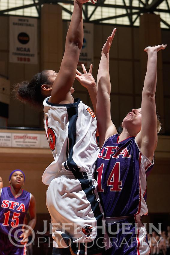 SAN ANTONIO, TX - JANUARY 21, 2006: The Stephen F. Austin State University Ladyjacks vs. The University of Texas at San Antonio Roadrunners Women's Basketball at the UTSA Convocation Center. (Photo by Jeff Huehn)