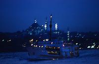 Europe/Turquie/Istanbul: Navigation sur le Bosphore en fond Sainte-Sophie et la Mosquée Bleue //  Europe / Turkey / Istanbul: Navigation on the Bosphorus in the background Hagia Sophia and the Blue Mosque