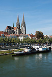 Germany, Bavaria, Upper Palatinate, Regensburg at river Danube: Old Town with Cathedral St. Peter and National Maritime Museum