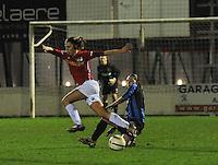 Club Brugge Vrouwen - PSV Eindhoven :<br /> <br /> Tackle van Tine De Caigny (R) op Suzanne de Kort (L)<br /> <br /> foto Dirk Vuylsteke / Nikonpro.be