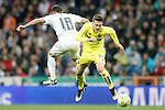 Real Madrid's Lucas Vazquez (l) and Villareal's Denis Suarez during La Liga match. April 20,2016. (ALTERPHOTOS/Acero)