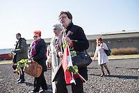 Mehrere hundert Menschen kamen zur Feierlichkeit anlaesslich des 70. Jahrestages der Befreiung des Frauen-Konzentrationslagers Ravensbrueck, unter ihnen auch die Bundesminsiterin fuer Bildung, Johanna Wanka. Von den ueber 120.000 Frauen und 20.000 Maennern, die im Nationalsozialismus in dem Konzentrationslager inhaftiert waren leben 70 Jahre nach der Befreiung durch die Rote Armee nur noch 160. Viele der Ueberlebenden waren u.a. aus Frankreich, Norwegen, Polen, Spanien, Slovakei und Italien angereist.<br /> Im Anschluss an die offiziellen Reden wurden Kraenze am Manhmal am Schwedter See niedergelegt. In dem See wurde in der NS-Zeit die Asche der ermordeten gekippt.<br /> Im Bild: Ueberlebende aus Polen.<br /> 19.4.2015, Ravensbrueck/Brandenburg<br /> Copyright: Christian-Ditsch.de<br /> [Inhaltsveraendernde Manipulation des Fotos nur nach ausdruecklicher Genehmigung des Fotografen. Vereinbarungen ueber Abtretung von Persoenlichkeitsrechten/Model Release der abgebildeten Person/Personen liegen nicht vor. NO MODEL RELEASE! Nur fuer Redaktionelle Zwecke. Don't publish without copyright Christian-Ditsch.de, Veroeffentlichung nur mit Fotografennennung, sowie gegen Honorar, MwSt. und Beleg. Konto: I N G - D i B a, IBAN DE58500105175400192269, BIC INGDDEFFXXX, Kontakt: post@christian-ditsch.de<br /> Bei der Bearbeitung der Dateiinformationen darf die Urheberkennzeichnung in den EXIF- und  IPTC-Daten nicht entfernt werden, diese sind in digitalen Medien nach §95c UrhG rechtlich geschuetzt. Der Urhebervermerk wird gemaess §13 UrhG verlangt.]