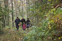 Europe/France/Midi-Pyrénées/81/Tarn/Viane: Recherche des champignons, cèpes,  dans les monts de Lacaune