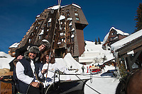 Europe/France/Rhône-Alpes/74/Haute Savoie/Avoriaz: Devant l'Hôtel: Les Dromonts , sur un traineau, Christophe Leroy Chef du restaurant: La Table du Marché de l'Hotel  Les Dromonts avec son second Marc Alès et son Maitre d'Hôtel Antoine Tourre  [Non destiné à un usage publicitaire - Not intended for an advertising use]