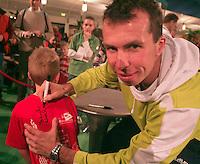 25-2-06, Netherlands, tennis, Rotterdam, Stepanek  signs autographs