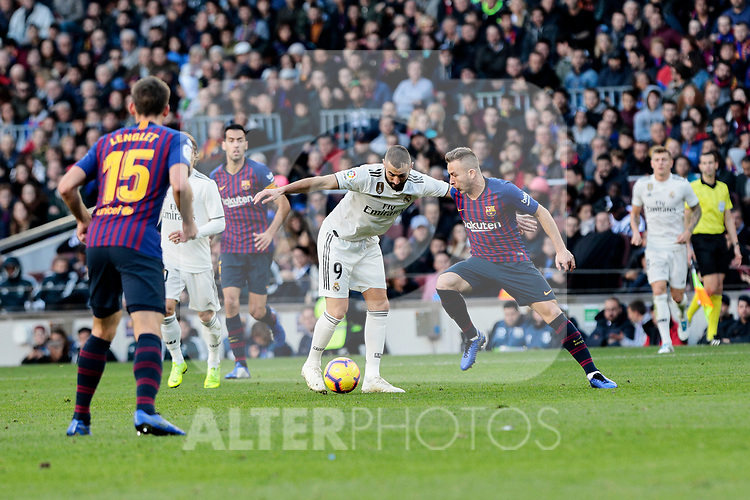 FC Barcelona's Philippe Coutinho and Real Madrid's Karim Benzema during La Liga match between FC Barcelona and Real Madrid at Camp Nou Stadium in Barcelona, Spain. October 28, 2018. (ALTERPHOTOS/A. Perez Meca)