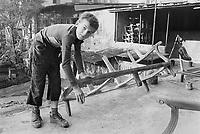 -  Turchia, Istambul, bambini al lavoro in una bottega artigiana del Gran Bazaar (1984)....- Turkey, Istanbul, children working in a workshop of the Grand Bazaar (1984)