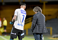 BOGOTA - COLOMBIA, 11-04-2021: Albero Gamero, tecnico de Millonarios F. C., da instrucciones a Christian Vargas de Millonarios F. C. durante partido de la fecha 18 entre Independiente Santa Fe y Millonarios F. C. por la Liga BetPlay DIMAYOR I 2021, en el estadio Nemesio Camacho El Campin de la ciudad de Bogota. / Albero Gamero, coach of Millonarios F. C., gives instructions to Christian Vargas of Millonarios F. C. during a match of the 18th date between Independiente Santa Fe and Millonarios F. C., for the BetPlay DIMAYOR I 2021 League at the Nemesio Camacho El Campin Stadium in Bogota city. / Photo: VizzorImage / Luis Ramirez / Staff.
