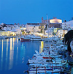 Spain, Balearic Islands, Menorca, Ciutadella: Town and Harbour at dusk | Spanien, Balearen, Menorca, Ciutadella: Stadt und Hafen am Abend