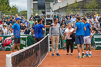 Paris, France, 3 June, 2017, Tennis, French Open, Roland Garros, Men's doubles Rojer/Tecau vs Dodig/Granollers, in a very heavy discussion, the cheaf of umpires must come in between and sort it out<br /> Photo: Henk Koster/tennisimages.com