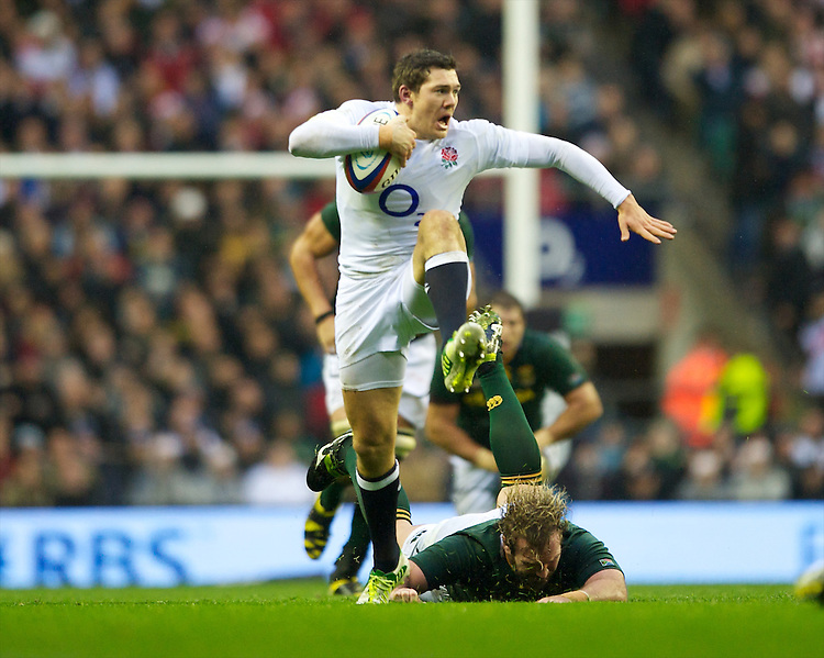 Alex Goode of England launches an attack during the QBE Autumn International match between England and South Africa at Twickenham on Saturday 24 November 2012 (Photo by Rob Munro)