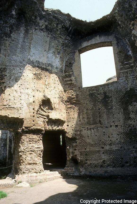 """Italy: Tivoli--Hadrian's Villa, """"Philosopher's Hall""""--probably used as a reading room. Photo '83."""
