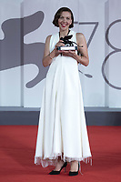 """Maggie Gyllenhaal poses with the Award for Best Screenplay for """"The Lost Daughter"""" during the Winners Red Carpet as part of the 78th Venice International Film Festival in Venice, Italy on September 11, 2021. <br /> CAP/MPI/IS/PAC<br /> ©PAP/IS/MPI/Capital Pictures"""