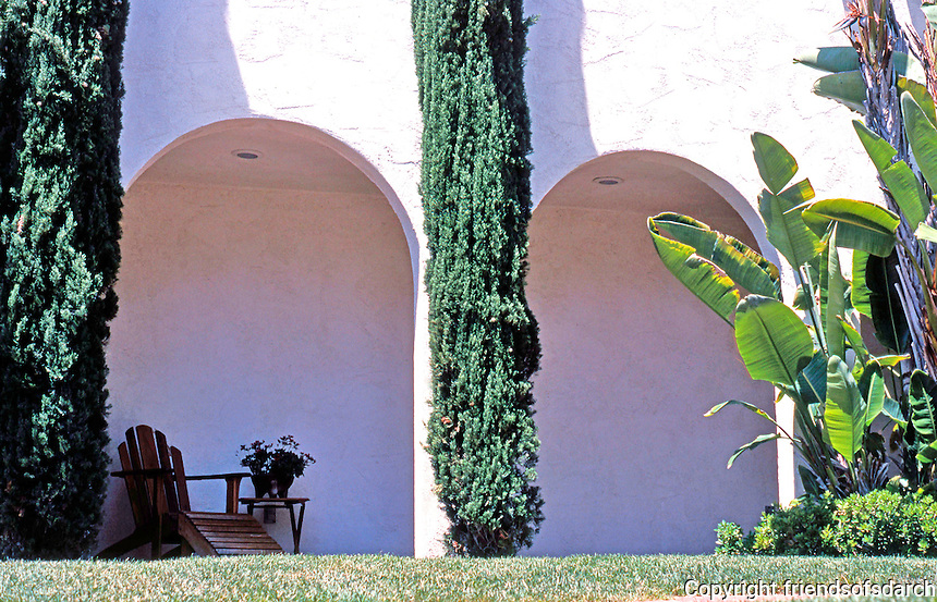 Irving Gill: 3757 8th Ave., San Diego. Arcaded wall, north side of lot of 4th Cossitt Cottage. Photo 2000.