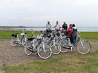 Rad-Touristen auf der Insel Schiermonnikoog, Provinz Friesland, Niederlande