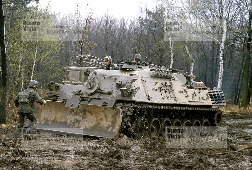 - Italian Army, Leopard  pioneer tank....- Esercito Italiano, carro pioniere Leopard