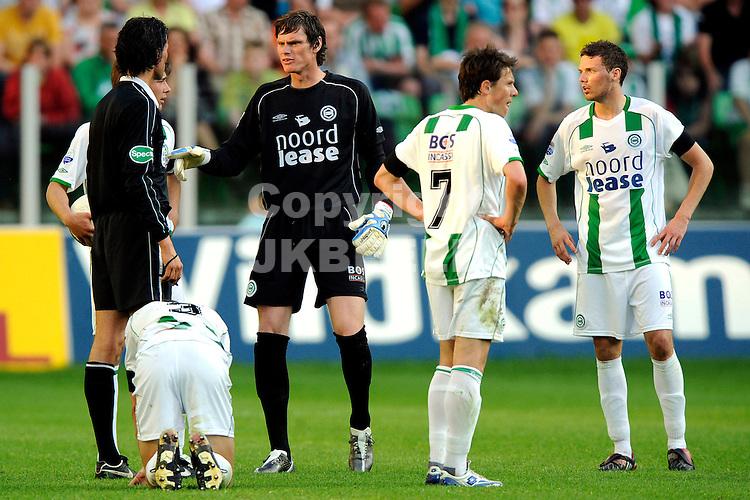 voetbal fc groningen nec play off eredivisie seizoen 2007-2008 11-05-2008  groningen klaagt bij nijhuis..fotograaf Jan Kanning.. ..